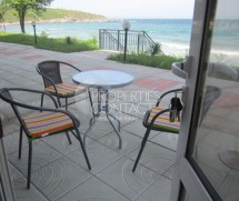 We offer for sale  a furnished studio on the beach in the center of Chernomorets,Bulgaria