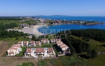 Houses for sale in a gated complex in Bulgaria, located on the first line of the sea in Tsarevo