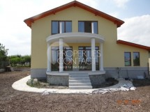 We offer for sale  a house with yard in Varna